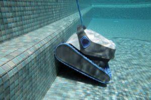 Offerta Piscina con Robot per la pulizia in acqua